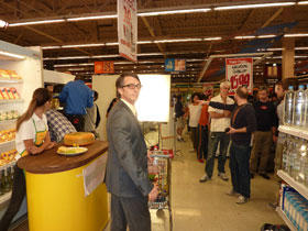 actor-Chile-grocery store-turned around